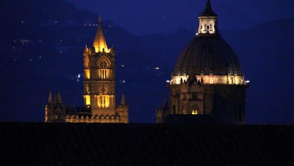 Città dall'alto e panorama mozzafiato, un tour notturno sui tetti di Santa Caterina