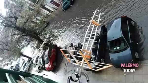 Maltempo in città, via Cappuccini diventa un fiume | VIDEO