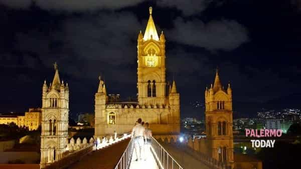 Turista di notte nella propria città, il tour alla scoperta dei tetti della Cattedrale