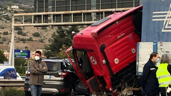incidente tir autostrada 12 ottobre 2020 (1)-2