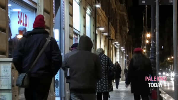 VIDEO | Via Roma on the road, 76 spettacoli in 3 weekend: per Natale concerti e acrobazie in strada