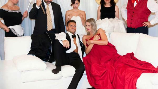 Il matrimonio perfetto in una commedia, lo spettacolo sul palco del cineteatro Lux