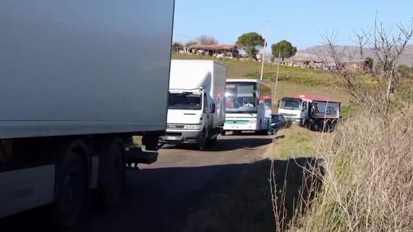 VIDEO | Mezzo fuori strada e il caos sulla Palermo-Catania, serpentone di tir lungo chilometri