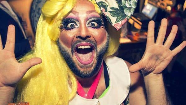 La Domenica Favorita, le favole per bambini recitate da una drag queen con la barba