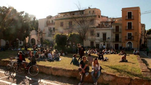 """Birra, musica e pure un color party: in piazza Magione torna il """"Primo Maggione"""""""