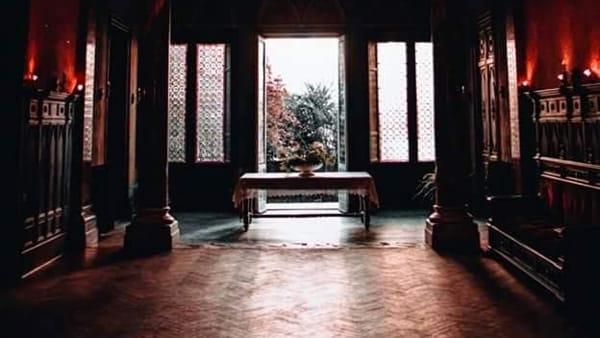 """""""Natale in giallo, storie da brivido"""", lo spettacolo di Moschella e Mulè a Villa Pottino"""