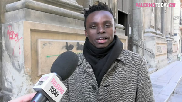 VIDEO | Dal barcone a Casa Sanremo: la favola di Chris, l'artista di strada nigeriano che canta Rosa Balistreri