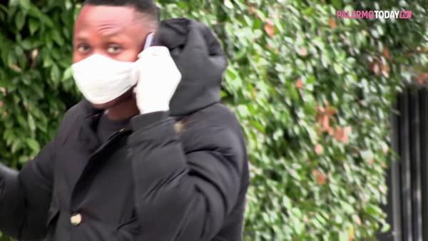 VIDEO | Pannolini, coppe di reggiseno o un semplice foulard: mascherine fantastiche e dove trovarle...