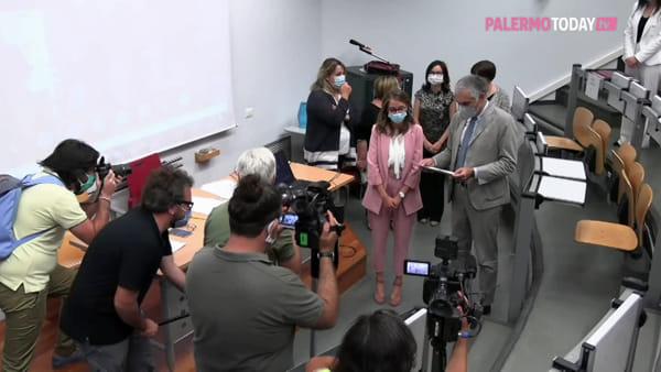 VIDEO | Corone d'alloro e mascherine, le prime lauree di presenza dopo l'emergenza Covid