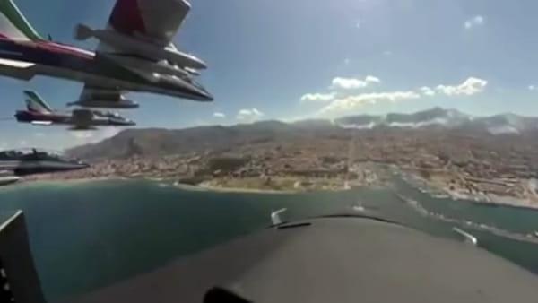 VIDEO | Frecce tricolori su Palermo, le spettacolari immagini dalla cabina di un aereo