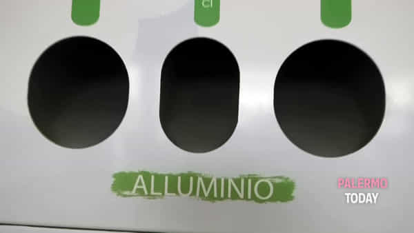 "Baratto ""green"" all'Università: lattine e plastica in cambio d'acqua, borracce gratis agli studenti 
