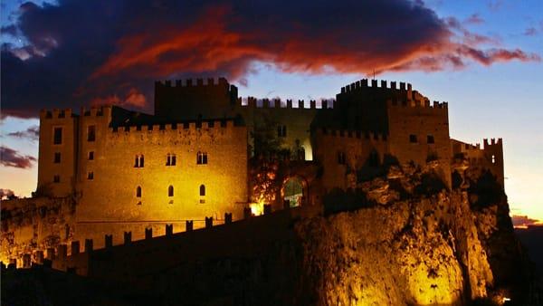 Medioevo e Barocco a lume di candela, passeggiata e degustazioni tra le vie di Caccamo