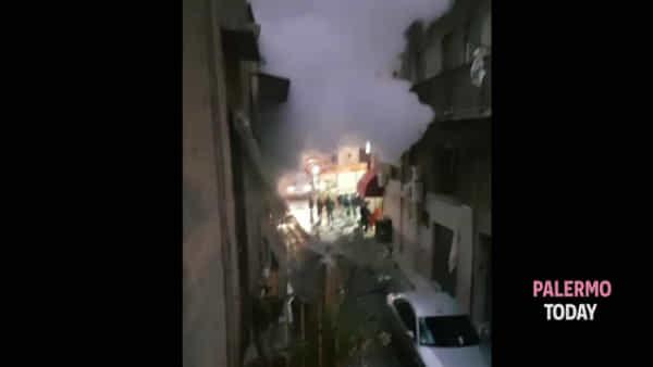 Boato all'alba, paura a Bagheria: le immagini dopo l'esplosione di una bombola | VIDEO