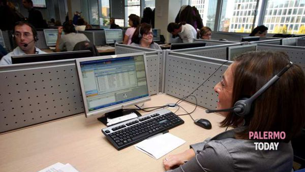 Un'operatrice di call center