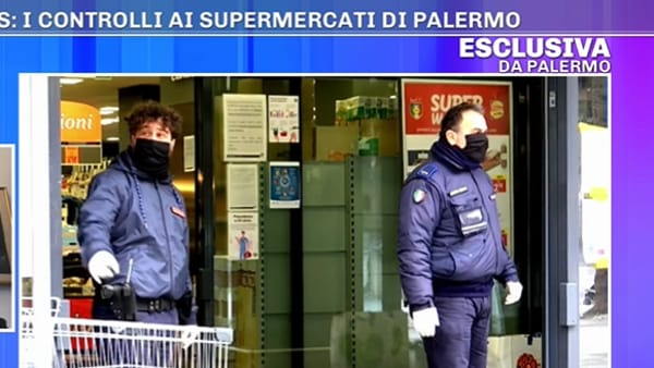 "VIDEO | Coronavirus, vigilanza armata davanti ai supermercati: ""Povertà ha raggiunto limiti incredibili"""