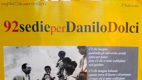 """Dibattiti all'aperto: """"92 sedie per Danilo Dolci"""" in piazza Verdi"""