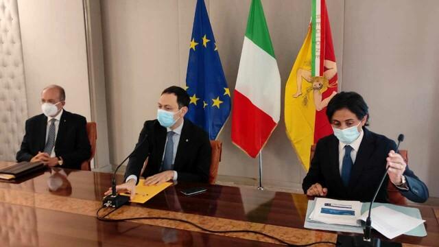 """Razza: """"Sicilia in zona bianca già da sabato, ma non è tana liberi tutti"""""""