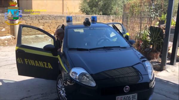 Ladri di luce a Carini, scoperte 8 case collegate abusivamente: le immagini | VIDEO
