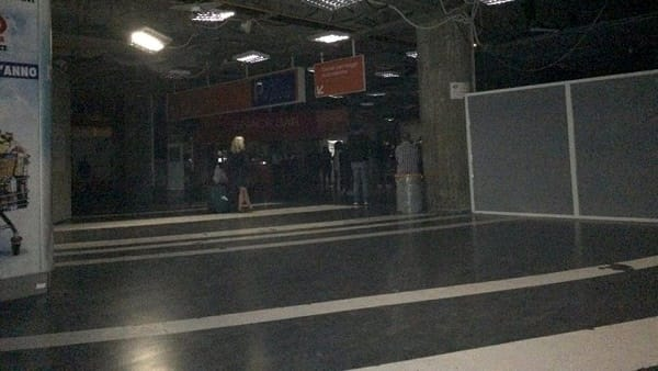 Black out all'aeroporto, scalo senza luce per dieci minuti