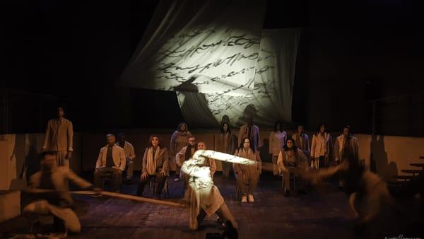 """Nel mare di nessuno, storie di migranti contro l'omertà: """"F174"""" sul palco del teatro Garibaldi"""