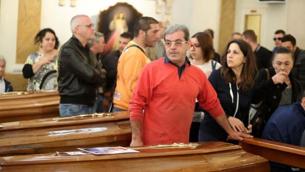 Tragedia di Casteldaccia, la camera ardente - foto Ansa (2)-2