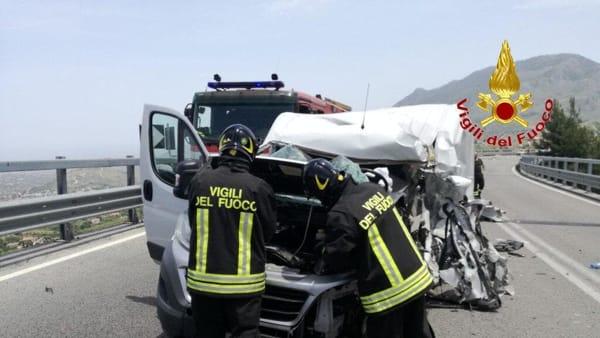4 vigili del fuoco incidente palermo sciacca 10 giugno 2019.mp4-2