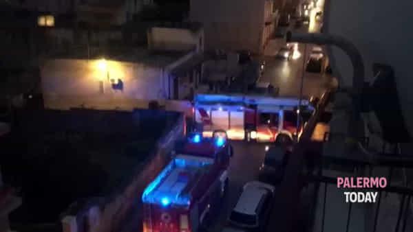 Incendio in casa a Ciaculli, complicato intervento dei vigili del fuoco | VIDEO