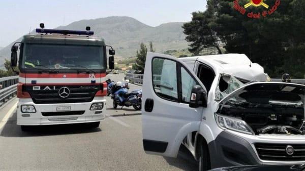 3 vigili del fuoco incidente palermo sciacca 10 giugno 2019.mp4-2