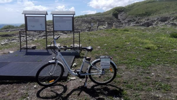 Trekking tra le antiche pietre e tour guidato su due ruote, il weekend a Monte Iato