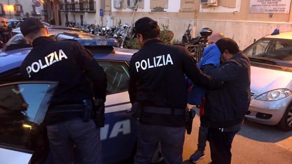 Omicidio in via Lombardo, uscita arrestato Questura (1)-2