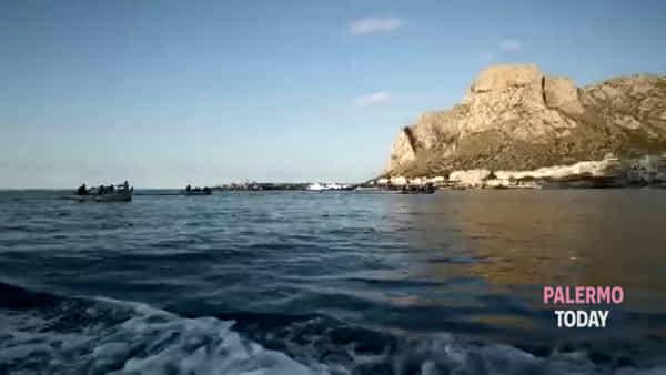 Regata storica delle barche a remi a Sferracavallo | VIDEO