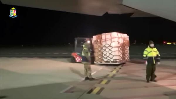 VIDEO | Coronavirus, aeronautica militare trasporta tonnellate di materiale sanitario a Palermo