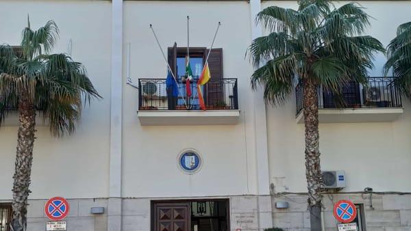 bandiere a mezz'asta Municipio Terrasini-2