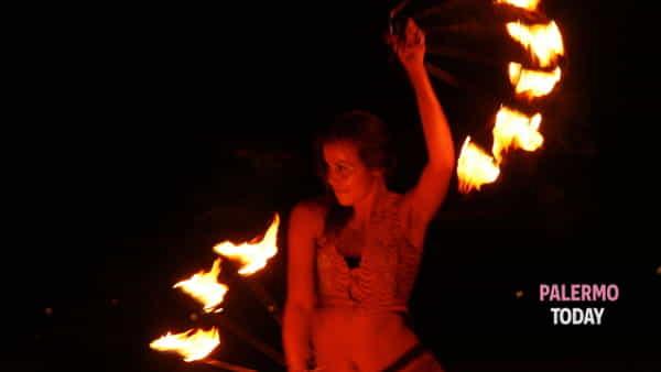 Spettacolo con il fuoco, l'appuntamento per bambini negli spazi di Elementi Creativi