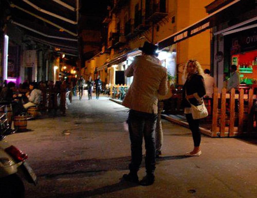 Le Candele Palermo.Giovane Pestato A Sangue Folle Notte In Un Pub Di Via