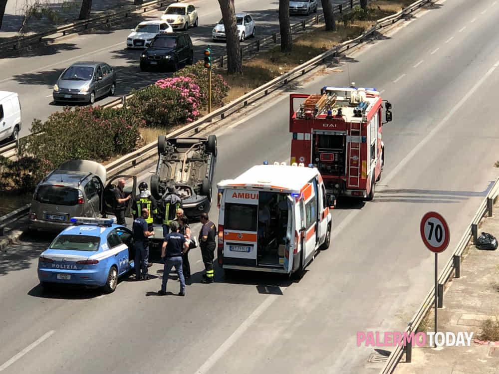 Lo scenario dopo l incidente in viale Regione - foto Marco Urso 9b7d87967a04