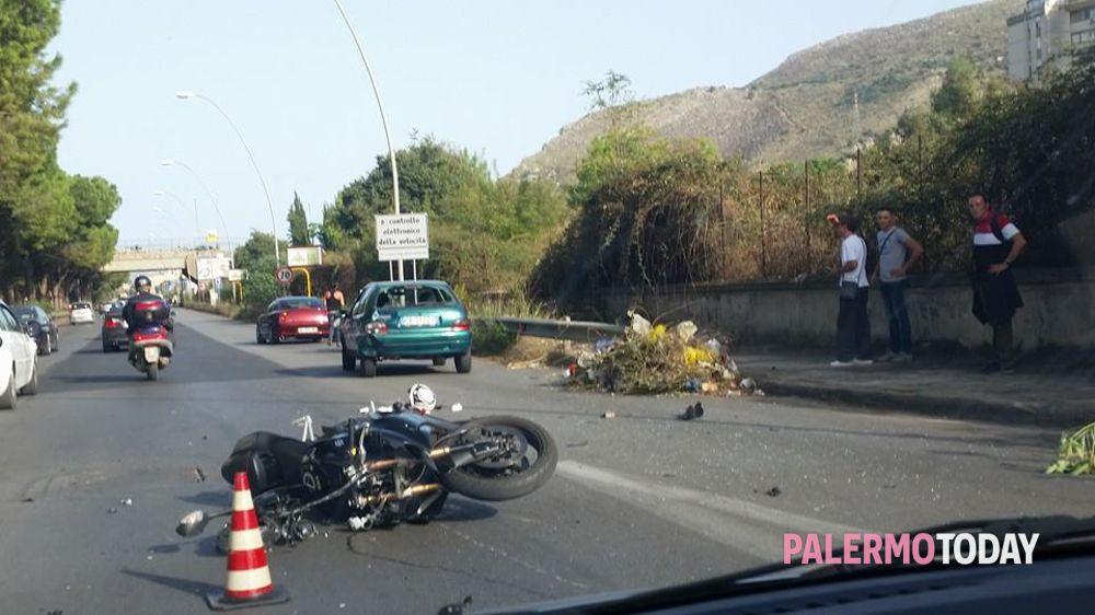 Incidente stradale in viale Regione Siciliana  un ferito a12e4ae0470a