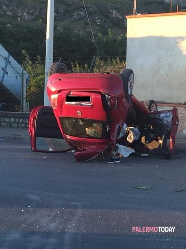 Foto Giovanni Sancarlo. Grave incidente stradale nella notte in viale  Regione ... a0b015b9a042
