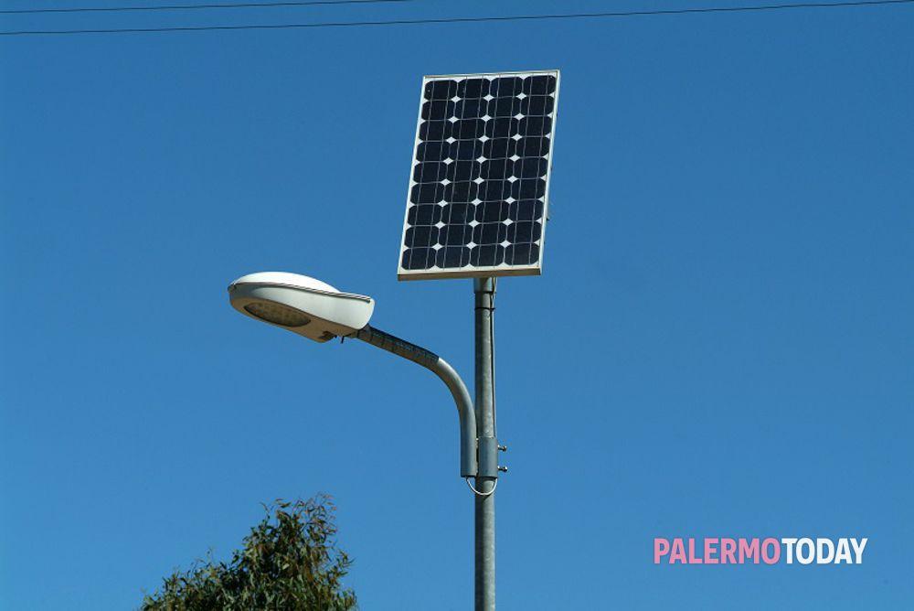 Energia sostenibile via a test di lampioni fotovoltaici a palermo