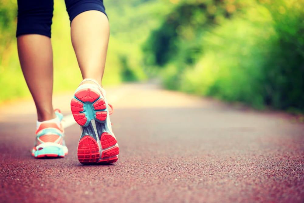 """Si scrive """"fitwalking"""", si legge camminata veloce: tutti i benefici di uno  sport semplice"""