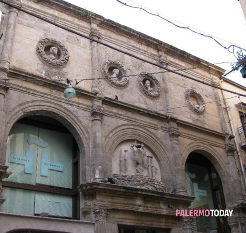 Il prospetto della chiesa di Sant'Eulalia, sede dell'Instituto Cervantes