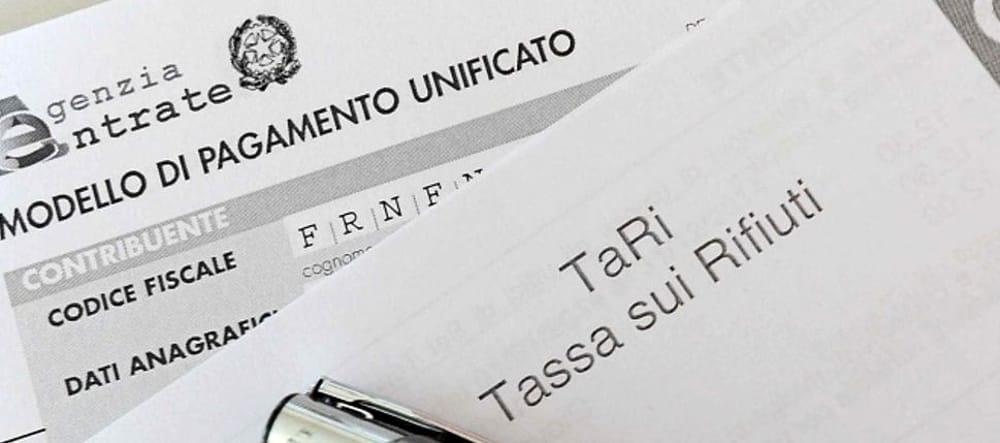 Stangata TARI: a Carapelle riduzione degli stipendi, a Cerignola no