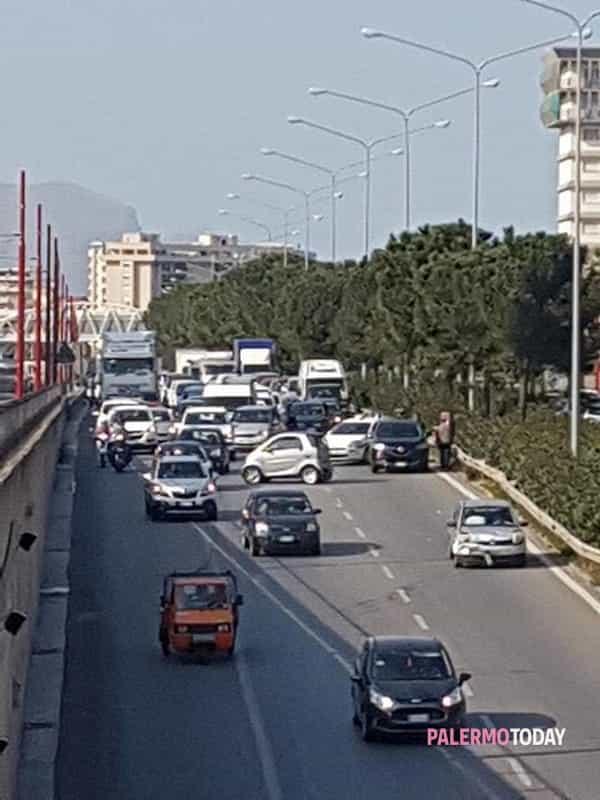 L incidente sulla Circonvallazione - foto Paride Zummo aacd5a29e0d4