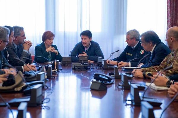 giuseppe conte riunione prefettura-2