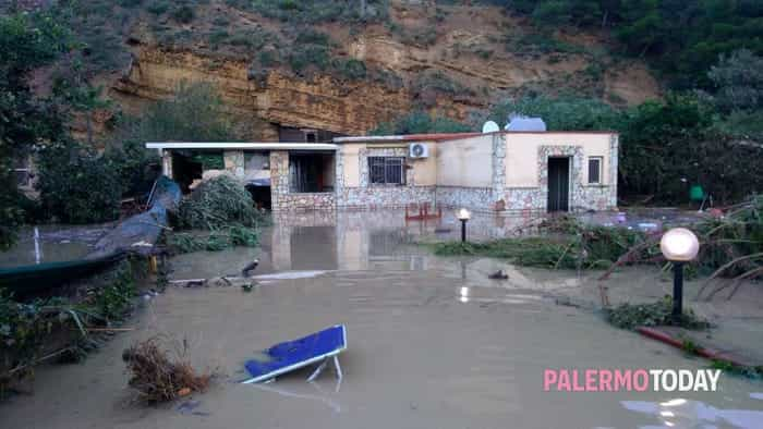 Soccorsi esondazione fiume Casteldaccia 12