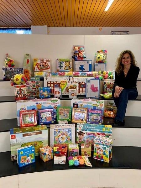 cgil dona giocattoli alla scuola Pertini1